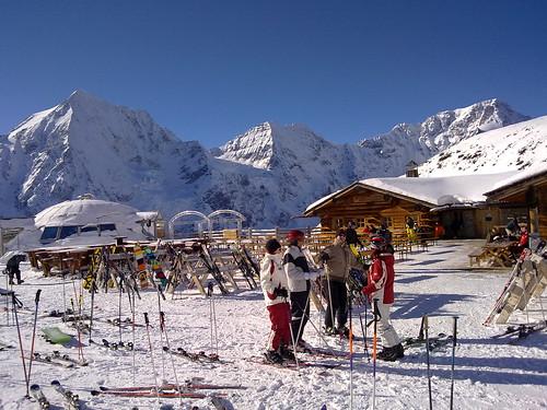 Einkehrschwung auf der Madritschhütte mit der Königspitze, dem Zebrù und dem Ortler im Hintergrund