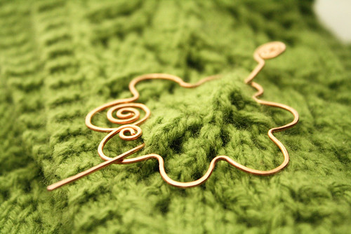 Flower shawl pin in copper