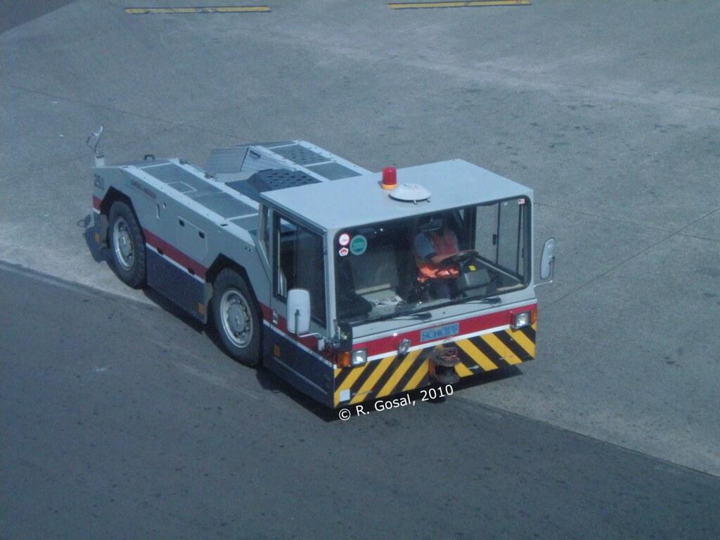Trucks! & Lorries!: Gapura Angkasa Schopf Airplane Tractor