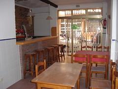 Local comercial completamente equipado como bar. Les atenderemos en su agencia inmobiliaria de confianza Asegil en Benidorm  www.inmobiliariabenidorm.com