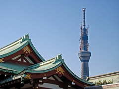 Sky Tree from Kameido Tenjin Shrine (Rekishi no Tabi) Tags: japan tokyo  shinto edo plumblossoms  kotoku  umeblossoms  shintoshrines tokyoskytree kameidotenjinshrine
