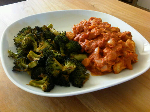 Spicy chicken curry & paprika roasted broccoli