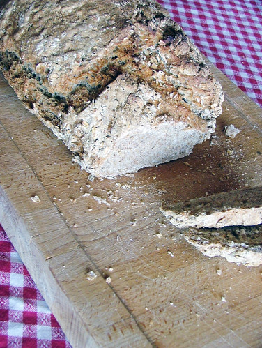 whole wheatmeal bread with cereal flakes - pane integrale con fiocchi di cereali