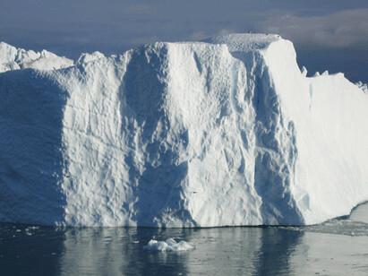 Isfjell sett fra båt, foto: Anne C. Silviken