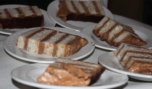vanilla-bean-cake-mocha-frosting