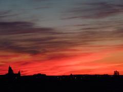 Anochecer en Pearanda (Jimmy Olsen Junior) Tags: pearandadebracamonte puestadesol atardecer sunset skyline