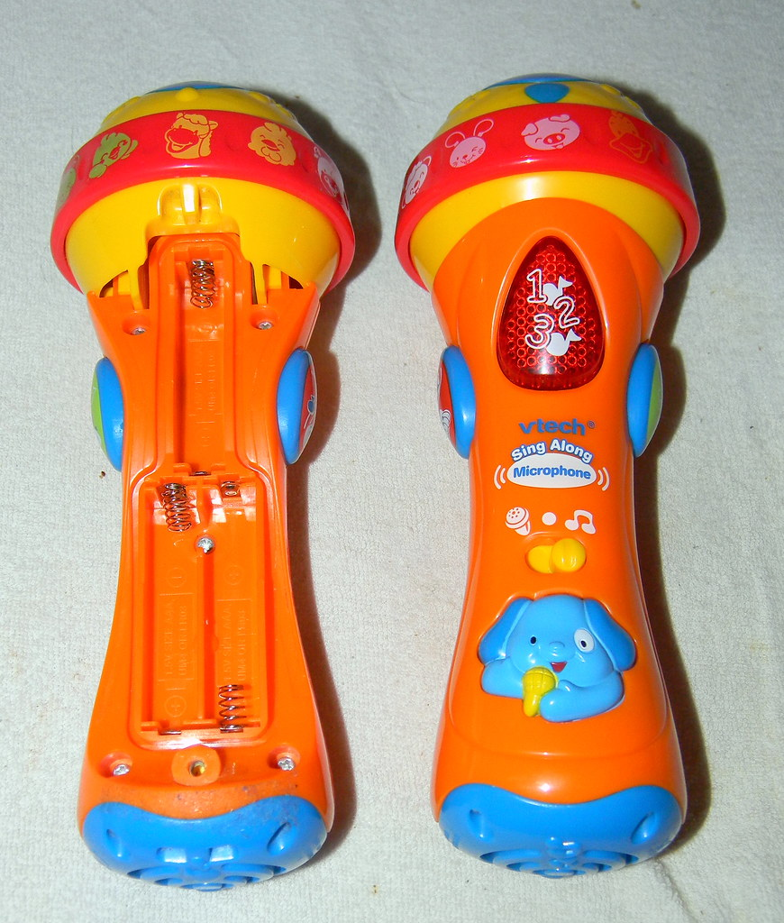 two vtech sing Along microphone battery compartment open 23rd January 2011 23-01-2011 7:32.38am