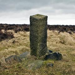 White Edge Guide Stoop (l4ts) Tags: landscape heather derbyshire peakdistrict darkpeak moorland gritstone 18thc 1709 whiteedge guidestoop bigmoor