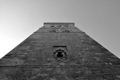 Olhando para cima espero a Rapunzel (AlexJ (aalj26)) Tags: bw white black tower branco spain nikon espanha torre para pb preto toledo jorge e alexander peninsula cima iberian olhando iberico d90 alexj segóvia ibérica aalj26 alexanderaljorge