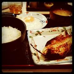 焼魚定食、目玉焼き付き