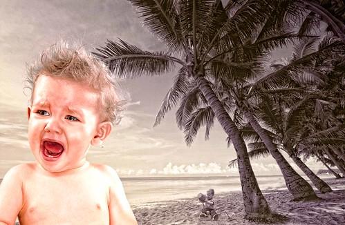 フリー写真素材, グラフィックス, フォトアート, 人物, 子供, 赤ちゃん, ビーチ・砂浜, 泣き顔・涙,