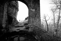 La porte de pierre (Hergott Loc) Tags: winter pentax sigma paysage lorraine chteau ruines grandangle falckenstein vosgesdunord paysdebitche parcnatureldesvosgesdunord