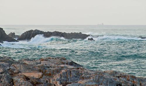 El mar entre las rocas