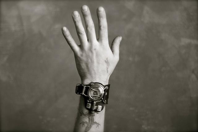 кожаный браслет (Фото 4)