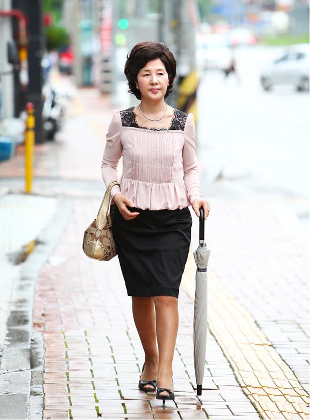 corea milf women What is the difference between milf and mature lady  for me there is no difference, despite the fact that milf name is quite catchy and it stands for mothers i would like to fuck i know that you probably know about my real passion for korean women.