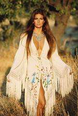 Raquel Welch (Famous Fashionistas (First)) Tags: 1969 vogue valentino vintagefashion italianvogue 1960s francorubartelli 1960sfashion 2raquelwelch
