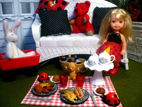 57/365:  Lady Bug Picnic