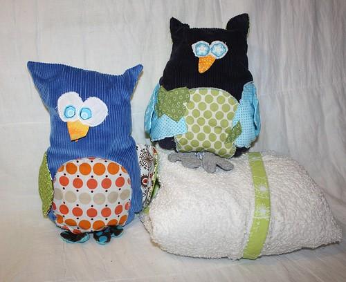 giveaway - blue owls