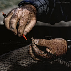 fisherman's hands (Cani Mancebo) Tags: red españa man men marina fisherman spain hands marine hand sigma manos murcia needle cartagena dragan 70200 oldage gentleman pescador fishingnet señor vejez aguja santalucía mancebo sigma70200mm 400d canoneos400ddigital canimancebo sigma70200mmf28exdgapomacrohsmiicanon