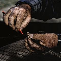 fisherman's hands (Cani Mancebo) Tags: red espaa man men marina fisherman spain hands marine hand sigma manos murcia needle cartagena dragan 70200 oldage gentleman pescador fishingnet seor vejez aguja santaluca mancebo sigma70200mm 400d canoneos400ddigital canimancebo sigma70200mmf28exdgapomacrohsmiicanon