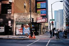 Cal's Liquors, Chicago (ho_hokus) Tags: chicago sign vintage neon loop il 35mmfilm backintheday cals nikonl35af calsliquors filmphotographypodcast chicago2011feb fujisupercolorhq200 oldmanbarsofchicago
