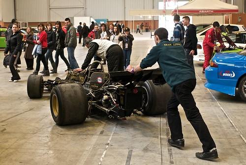L9771387 - Motor Show Festival. Empujando el Lotus 72