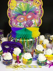 Mardi Gras Cupcakes (Cake Creations by Trish) Tags: party colorful mardigras mardigrascupcakes