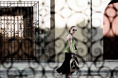 Robado (Chubakai) Tags: textura canon mexico ventana reja mujer dia oaxaca lentes femenino robado mariodominguez oulala 50d ltytr1 oulalacommx chubakai