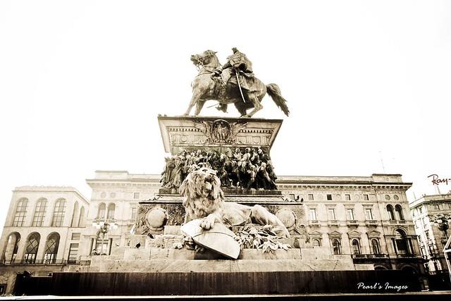維克多.艾曼紐二世銅像