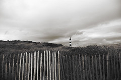 Xylophone (Atreides59) Tags: black white blackandwhite noir et blanc noiretblanc phare lighthouse berck pasdecalais pentax k30 k 30 ciel sky nuages clouds bois wood atreides atreides59 cedriclafrance