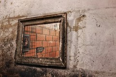 Miroir, miroir.... (Isabelle Gallay) Tags: miroir city ville urban urbain street fuji fujifilm aquitaine gironde bordeaux garage voiture car reflet reflection reflexion old abandoned