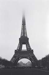 Tour Eiffel (David A Crdova M) Tags: bw mars paris france film fog 35mm photography photo foto shot picture eiffel bn fotografia amateur francia champ davidcordova deividcordova