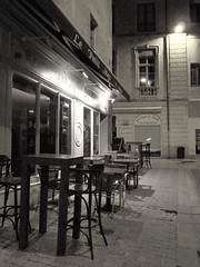 Nimes in BN (fotomie2009) Tags: bw france bar night bn nimes francia nocturne notte notturno coffeshop