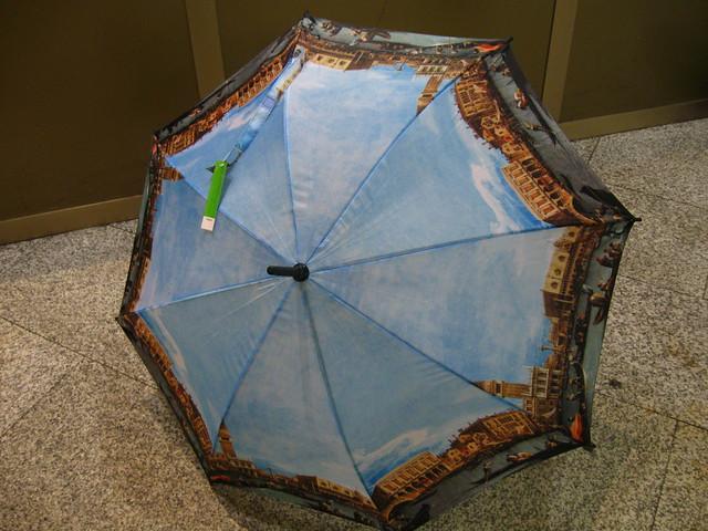 ヴェネツィアの傘のフリー写真素材
