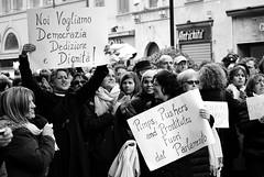 Grinta (Claudio John Floris's Photo) Tags: woman donne piazza bergamo lombardia berlusconi citt politica manifestazione dimissioni visi 13febbraio senonoraquando