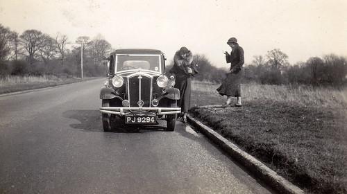Women with a car. Wolseley 18/85.
