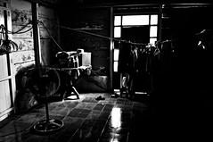 (*puchivida*) Tags: door light white black blanco luces puerta shadows negro sombras
