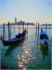 gondola, gondola! (Robin.Benea) Tags: venice italy interesting sony ngc places journey romantic gondola breathtaking h50 flickraward flickrestrellas leuropepittoresque flickraward5 mygearandme mygearandmepremium mygearandmebronze mygearandmesilver mygearandmegold outstandingromanianphotographers mygearandmeplatinum ringexcellence flickrtravelaward