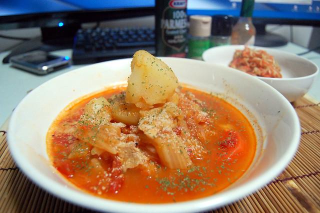 豚と野菜のトマト煮込みごはん。粉チーズたっぷりで!#jisui