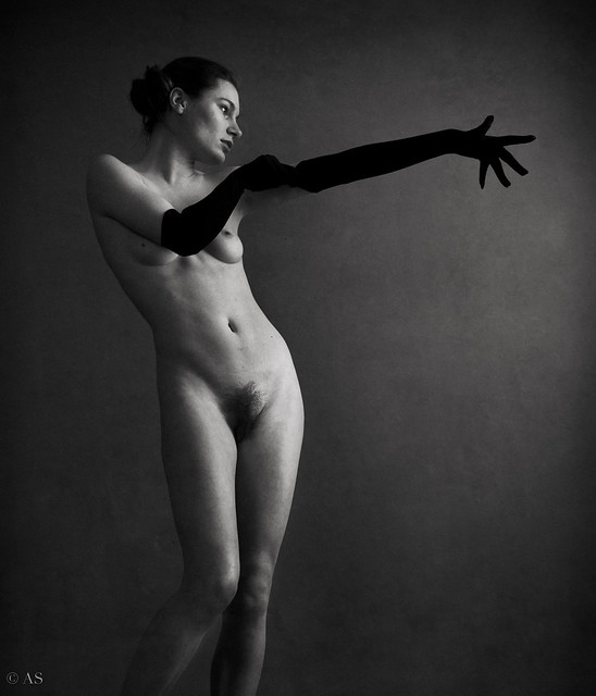 nude photo - nude with gloves by Alessandro Saponi