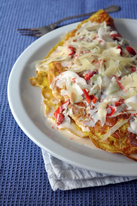 omelette con salsa piccante allo yogurt