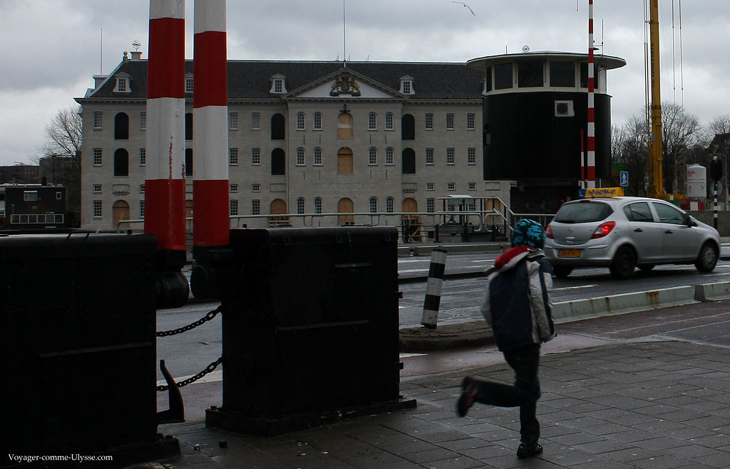 Barrières devant le Scheepvaart museum