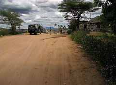 Entrance to Shaba National Reserve (Ratatusk) Tags: africa people car other automobile kenya object ken safari event moses bil vehicle afrika region 4wheeldrive fordon riftvalleyprovince mnniskor shabanationalreserve marsabitnationalreserve terrngbil easternriftvalley samburuisiologamereserve isiolodistrict toyotalandrover