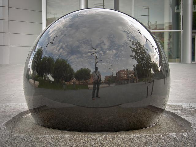 Autorretrato en la esfera