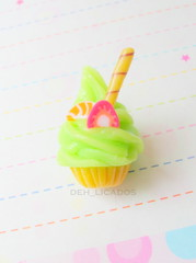 Cupcake (Deh_ licados) Tags: sweet fake charm biscuit cupcake doce chaveiro porcelanafria coldporcelain
