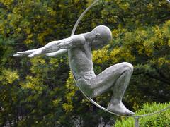 'Volare' by Lorenzo Quinn, North Gardens, Cadogan Place (Loz Flowers) Tags: sculpture london cadogangardens publicartwork lorenzoquinn halcyongallerysculpturetrail