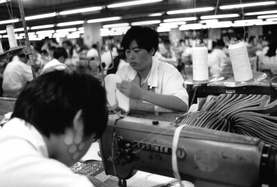 workers making Keds at Kunshan Sun Hwa factory
