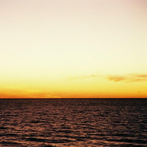 [フリー画像] 自然・風景, 海, 夕日・夕焼け・日没, 201103190100