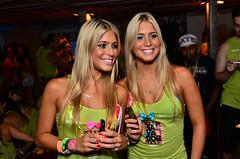 Bia e Branca Feres (fotoandreoliveira) Tags: brasil nextel fisheye bahia salvador fatboyslim gemeas tonykanaan caranaval neymar