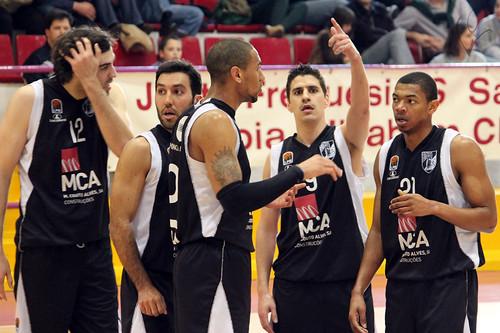Basquetebol: Illiabum 84-79 Vitória